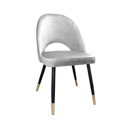 Jasnoszare tapicerowane krzesło LUNA materiał MG-39 ze złotą nóżką